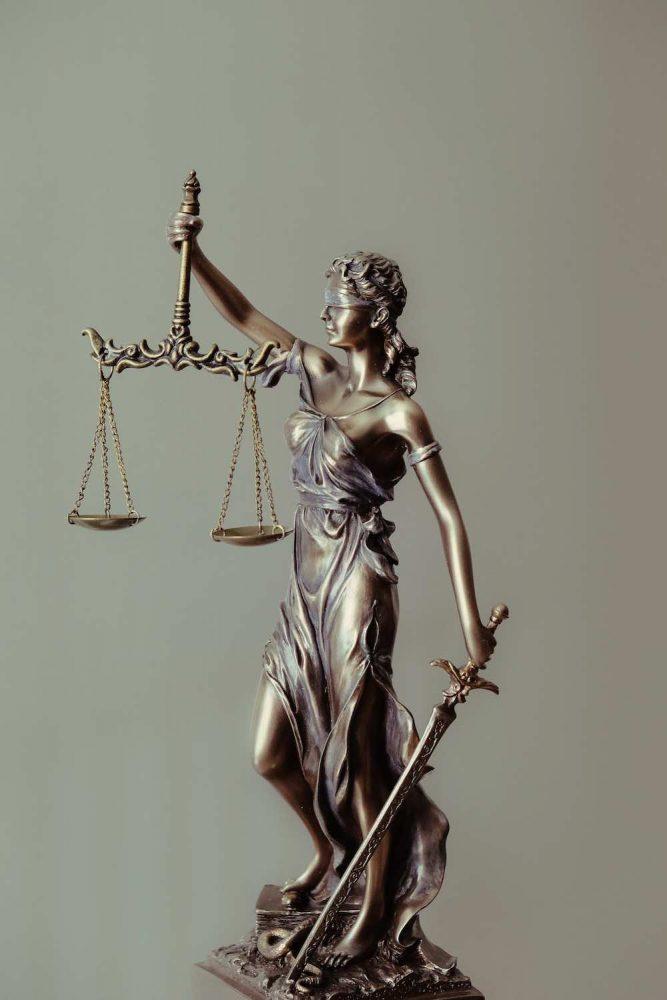 Statua della giustizia del sito Studio Legale Lambrate